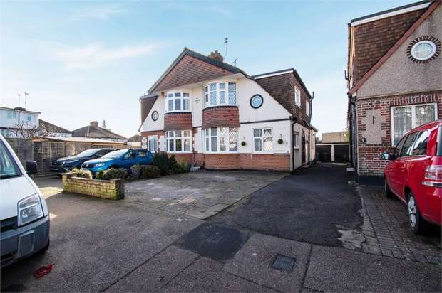 3 Bedrooms Semi Detached House for sale in Spring Gardens, Watford, Hertfordshire