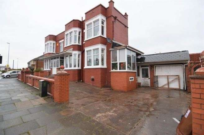3 Bedrooms Property for sale in Park Road, Blackpool, Lancashire, FY1 6RH