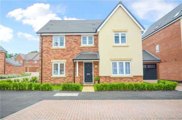 4 Bedrooms Detached House for sale in Thompson Way, Farnborough, Hampshire