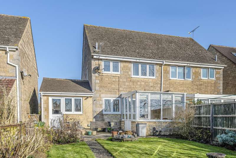 3 Bedrooms Semi Detached House for sale in Alexander Drive, Cirencester