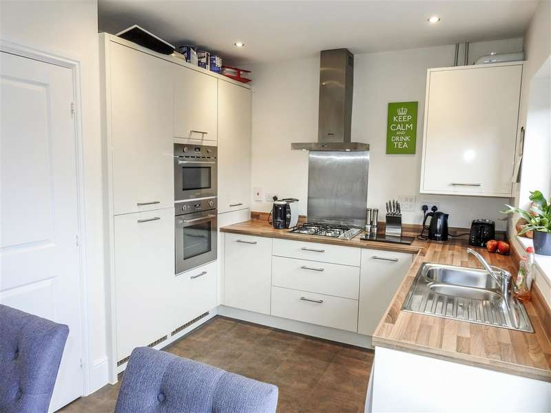 2 Bedrooms Terraced House for sale in Central Avenue, Buckshaw Village