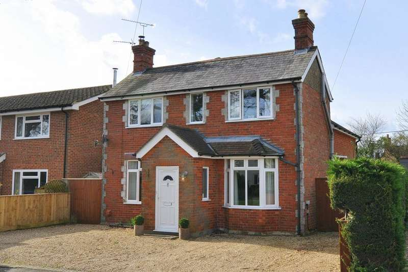 3 Bedrooms Detached House for sale in Ringwood, BH24 1UP