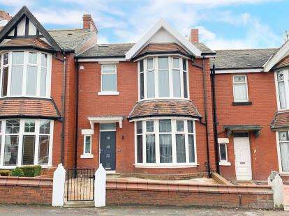 5 Bedrooms Terraced House for sale in East Park Road, Blackburn, Lancashire, ., BB1