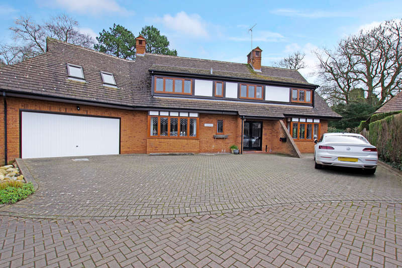 4 Bedrooms Detached House for sale in Rowley Avenue, Stafford