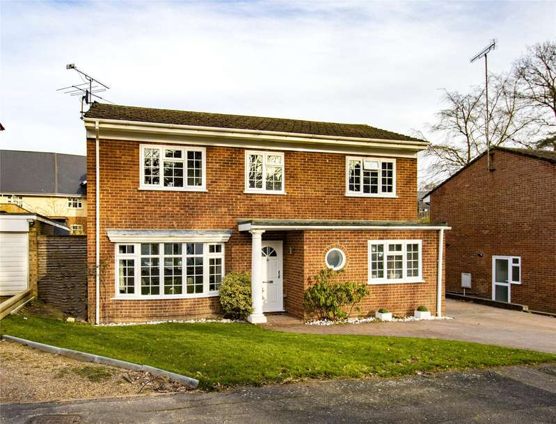 4 Bedrooms Detached House for sale in Woodlands Close, Blackwater, Camberley, GU17