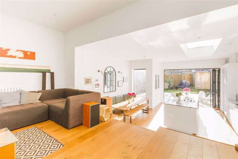 3 Bedrooms Terraced House for sale in Bow Lane, North Finchley, London, N12