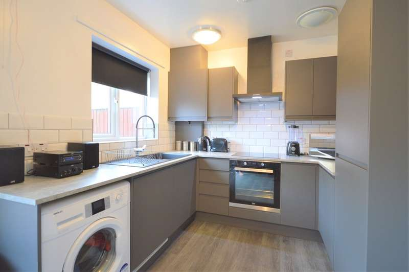 3 Bedrooms Terraced House for sale in Greenhill Place, Blackpool, FY1