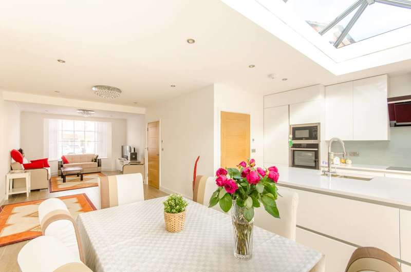 4 Bedrooms End Of Terrace House for sale in Middleton Avenue, Chingford, E4
