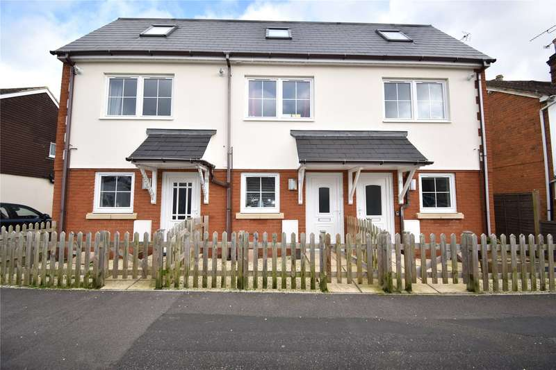 3 Bedrooms Terraced House for sale in Somerset Road, Farnborough, Hampshire, GU14