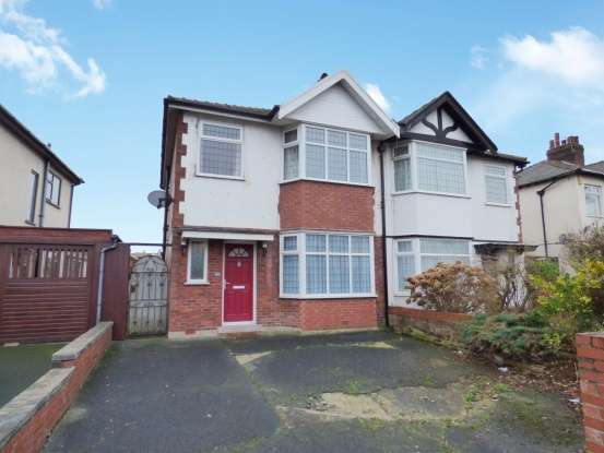 3 Bedrooms Semi Detached House for sale in Warley Road, Blackpool, Lancashire, FY1 2RW