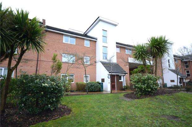 2 Bedrooms Apartment Flat for sale in Parsons Close, Aldershot, Hampshire
