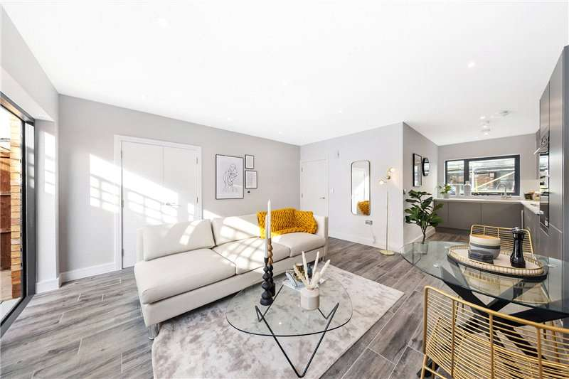 2 Bedrooms Terraced House for sale in Lingham Street, Clapham, London, SW9