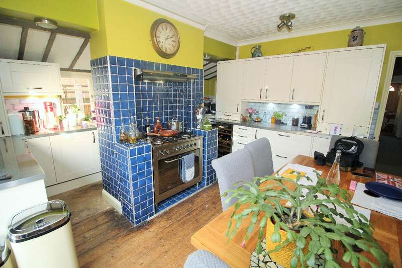 3 Bedrooms Semi Detached House for sale in Grenville Road, Braintree