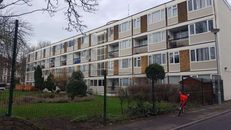 4 Bedrooms Property for sale in Rowstock Gardens, London