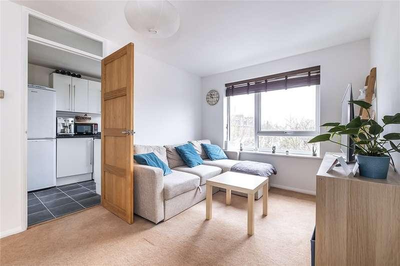 1 Bedroom Flat for sale in Wellington Court, 53 Chivalry Road, London, SW11