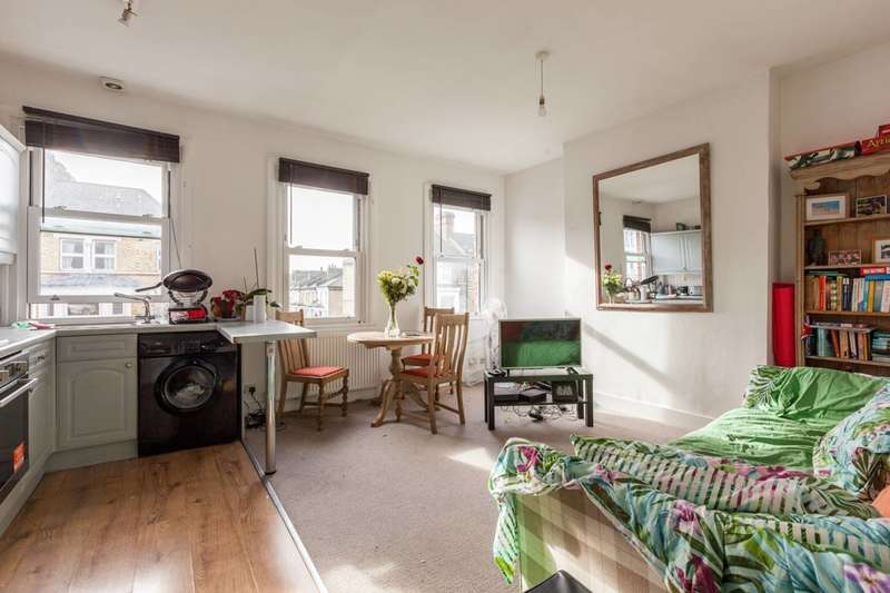 2 Bedrooms Flat for sale in Battersea Rise, Clapham Junction, SW11