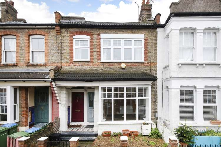 1 Bedroom Maisonette Flat for sale in Eversley Road London SE7