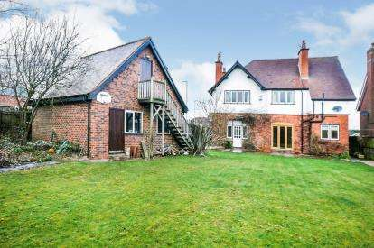 4 Bedrooms Detached House for sale in Alexandra Avenue, Mansfield, Nottinghamshire