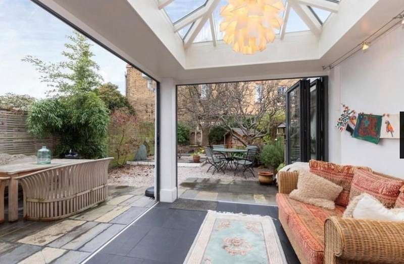 4 Bedrooms Semi Detached House for sale in Beaconsfield Road, St Margarets