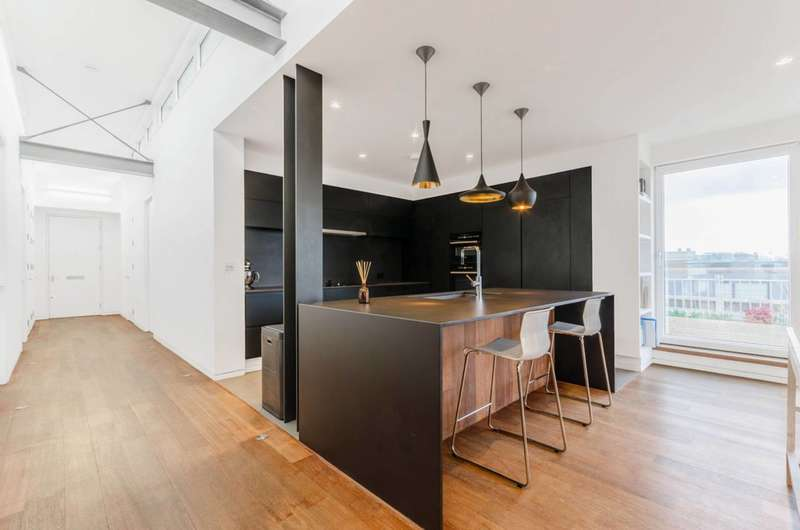 3 Bedrooms Flat for sale in Ironmonger Row, Clerkenwell, EC1V