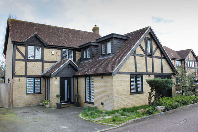 5 Bedrooms Detached House for sale in Lambourne Close, Chigwell