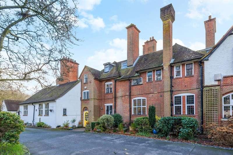6 Bedrooms Mews House for sale in Puttenham Heath Road, Puttenham, GU3