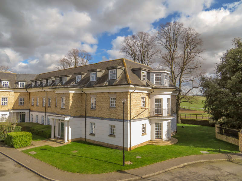 2 Bedrooms Ground Flat for sale in Old Station Road, Newmarket