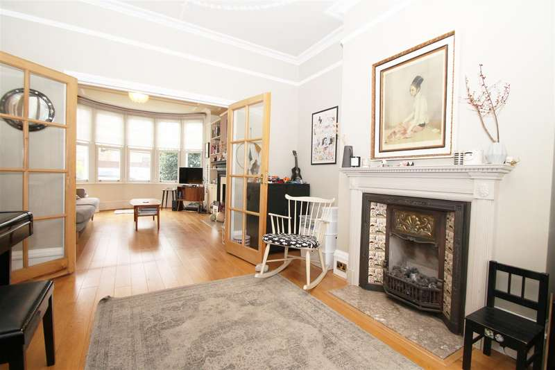 3 Bedrooms Terraced House for sale in Riverway, Palmers Green, London N13