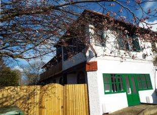 2 Bedrooms Flat for sale in Grimston Gardens, Folkestone, Kent