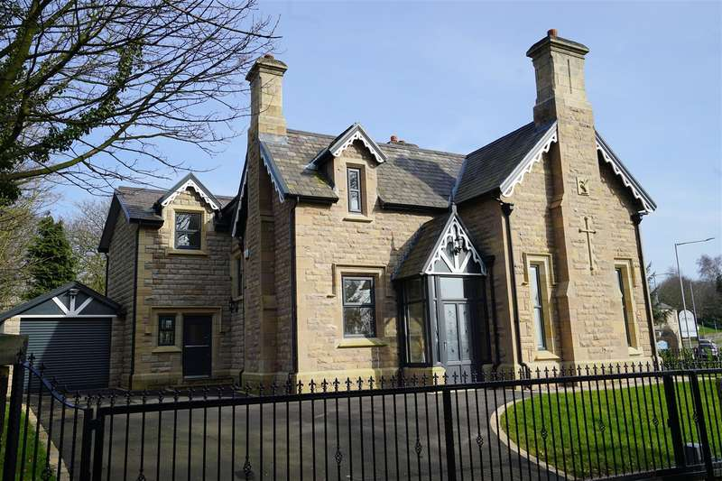 4 Bedrooms Detached House for sale in Bolton Road, Horwich, Bolton