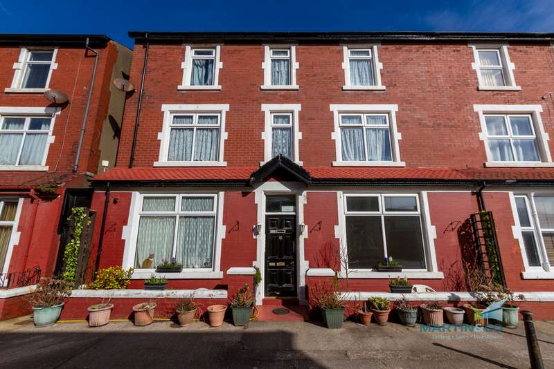 5 Bedrooms Apartment Flat for sale in St Bedes Avenue, Blackpool FY4