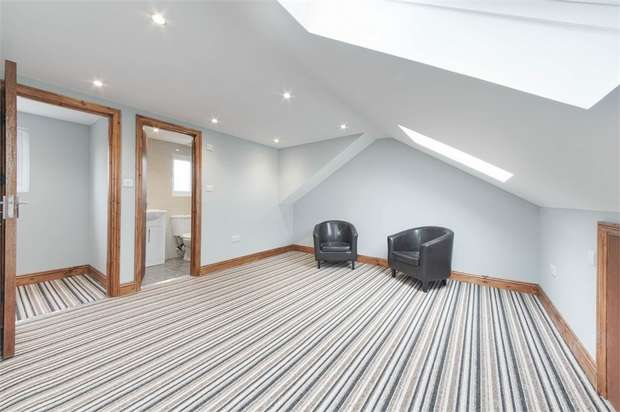 3 Bedrooms Flat for sale in Leamington Avenue, Walthamstow, London