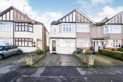 3 Bedrooms End Of Terrace House for sale in Woodford Green, Essex