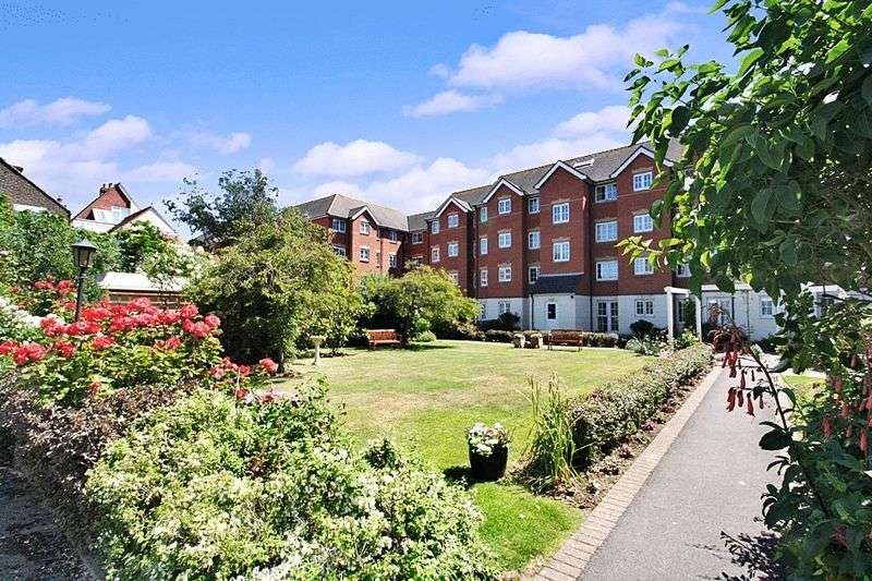 2 Bedrooms Property for sale in Holmbush Court, Southsea, PO5 3HZ