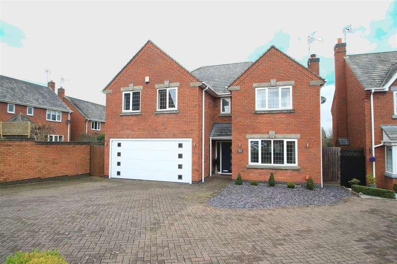 4 Bedrooms Detached House for sale in Lychgate Close, Burbage