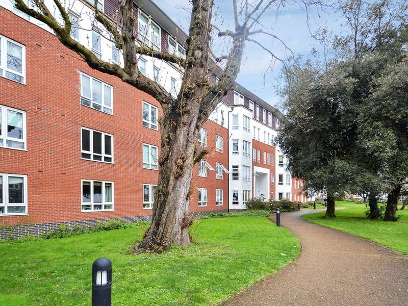2 Bedrooms Flat for sale in High Road, South Woodford E18