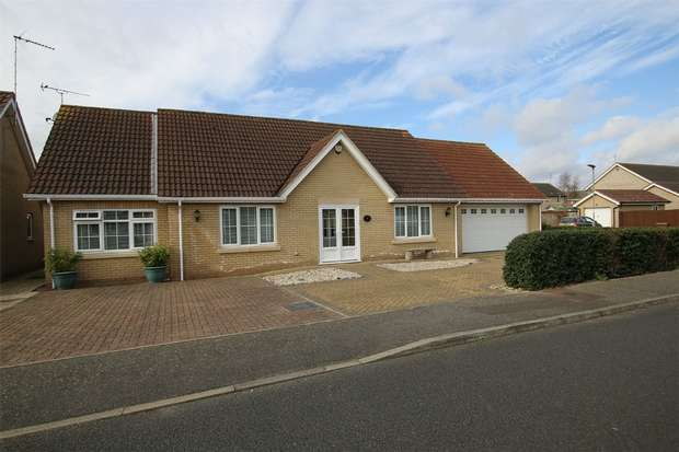2 Bedrooms Detached Bungalow for sale in King's Lynn