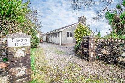 3 Bedrooms Bungalow for sale in Callington, Cornwall, Uk