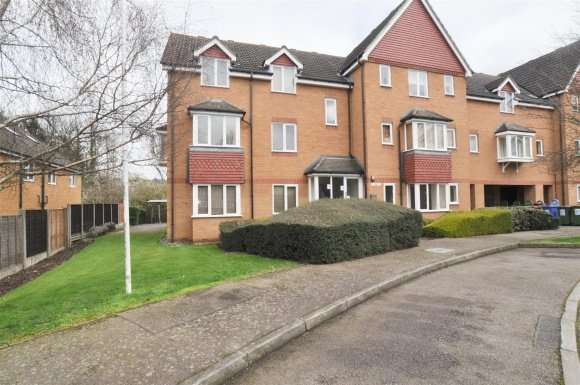 2 Bedrooms Flat for sale in Redoubt Close, Hitchin