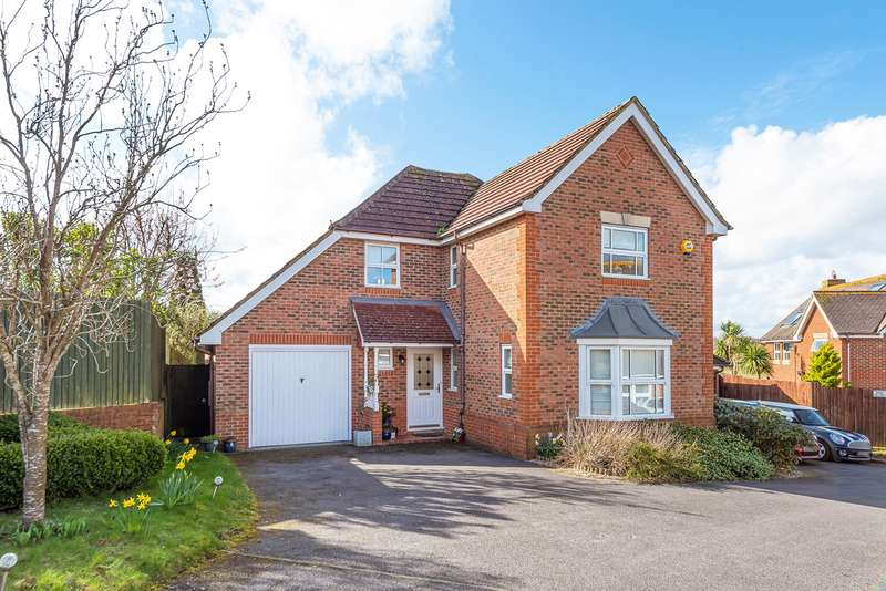 4 Bedrooms Detached House for sale in Skylark Close, Kempshott, Basingstoke, RG22
