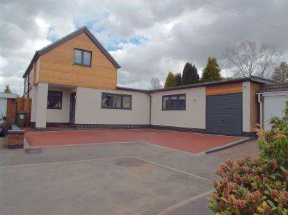 3 Bedrooms Bungalow for sale in Hawthorn Close, Kirby Muxloe, Leicester, Leicestershire