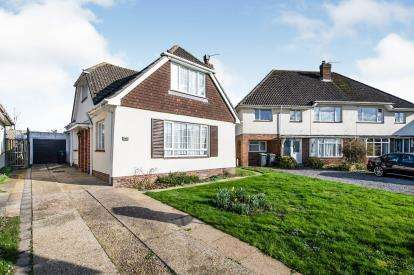 4 Bedrooms Bungalow for sale in Havant, Hampshire