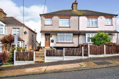 3 Bedrooms Semi Detached House for sale in Stanford-Le-Hope, Thurrock, Essex