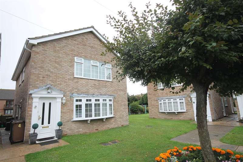 2 Bedrooms Apartment Flat for sale in St James Court, Wash Lane, Clacton on Sea