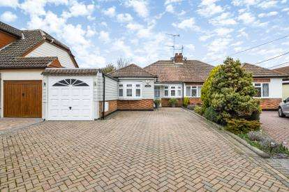 3 Bedrooms Bungalow for sale in Billericay, Essex, .