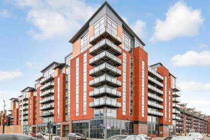 2 Bedrooms Flat for sale in Dunlop Street, Glasgow, Lanarkshire