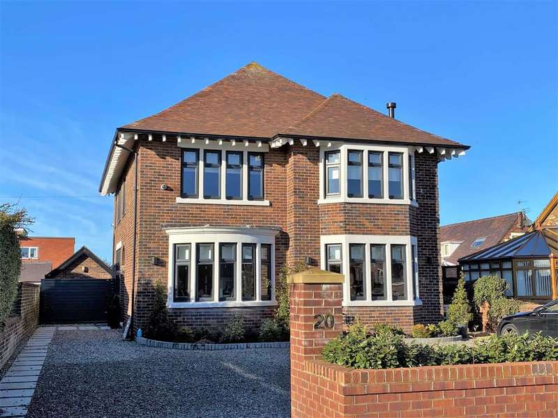 4 Bedrooms Detached House for sale in King Edward Avenue, St Annes