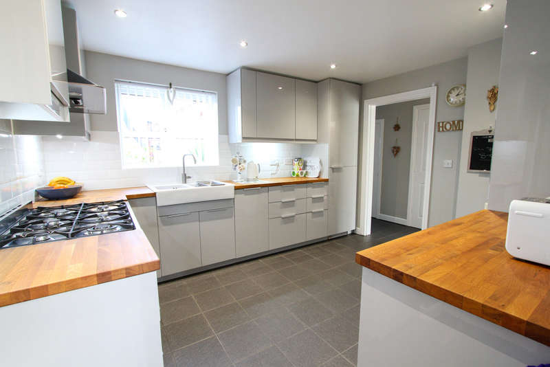 4 Bedrooms Detached House for sale in Trafalgar Close, Monmouth
