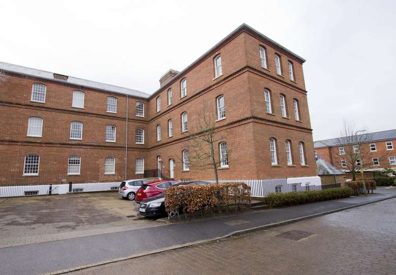 2 Bedrooms Flat for sale in Kingswood Place, Knowle