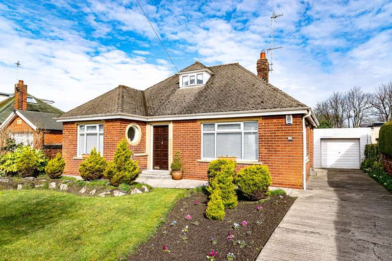 2 Bedrooms Detached Bungalow for sale in Blackpool Road North, Lytham St Annes, FY8